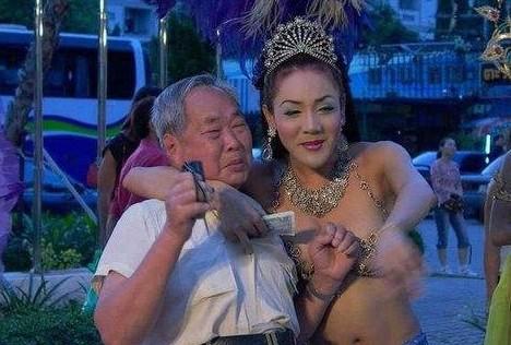 双性另类人妖_