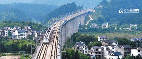 青岛造动车组开跑中国最美高铁
