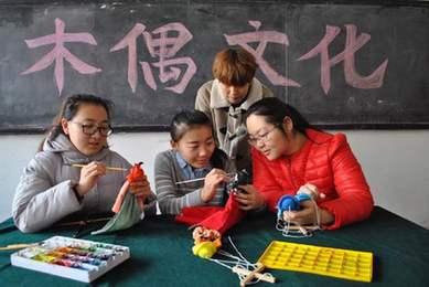 聊城大學學生傳承木偶藝術