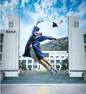 山艺女生高难度舞蹈动作致敬毕业