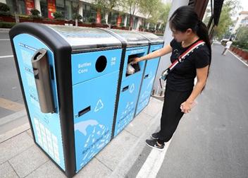 山東濟南:環保智能垃圾箱亮相街頭