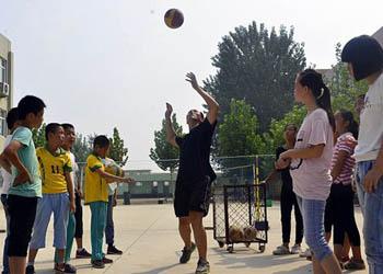 聊城:小學成立校園排球隊
