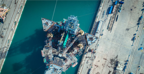 高端水下机器人支持船在青岛出坞