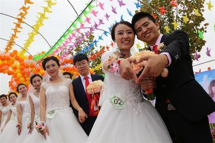 山东滨州:集体婚礼 情定国庆
