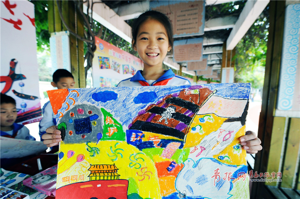 青島小學生創作1400余幅畫卷展示夢想