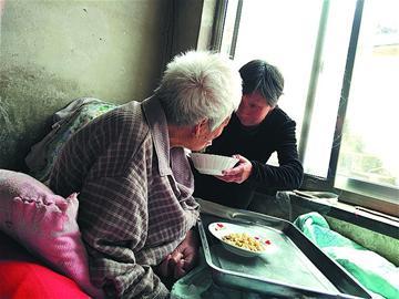 孙好芳:好媳妇悉心照料瘫痪婆婆30年