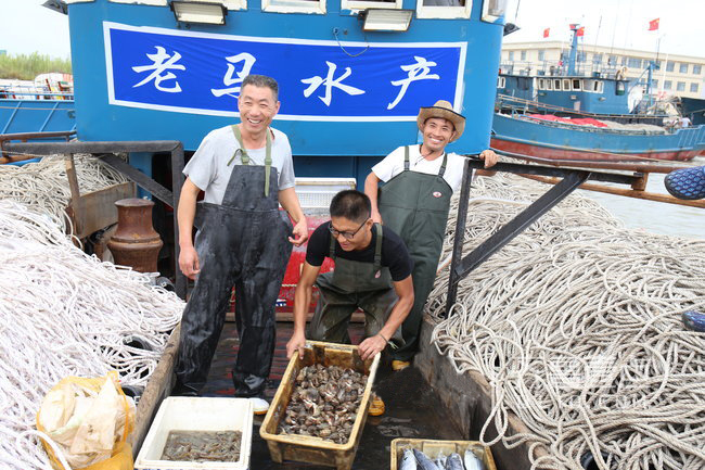 """53歲漁民出海直播成""""網紅""""日售海鮮四五萬元"""