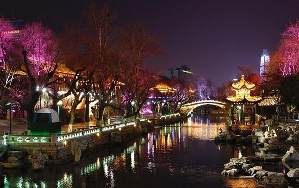 济南:一湖一环景观灯为夜色之变添彩