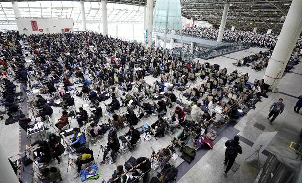山东济南:艺考开考 考生同场竞技