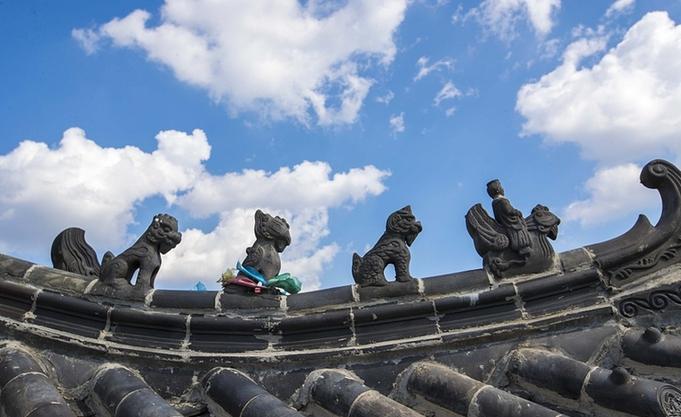 济南:雨后蓝天白云浸染泉城 景色如画
