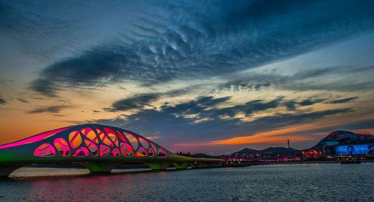 青岛灵山湾畔:珊瑚贝桥五光十色之美