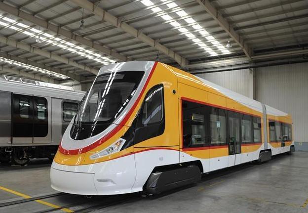 世界运营海拔最高有轨电车在青岛下线 全线无接触网