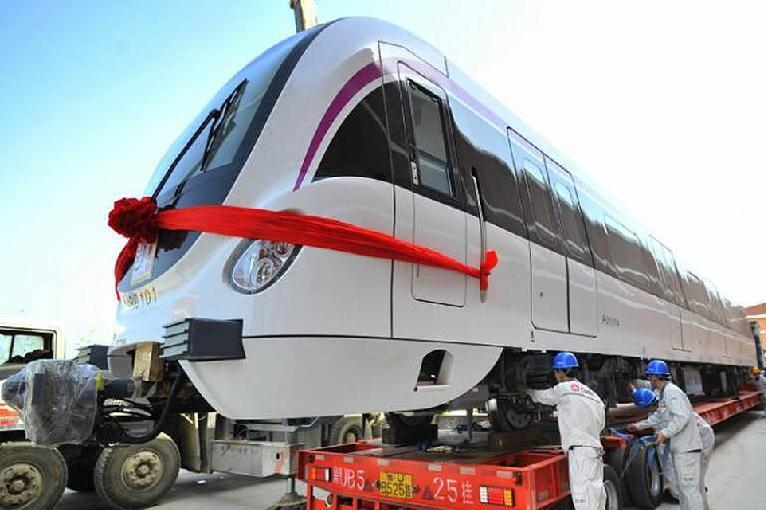 """济南""""喜提""""首列地铁 跑完R1线全程仅需半小时"""
