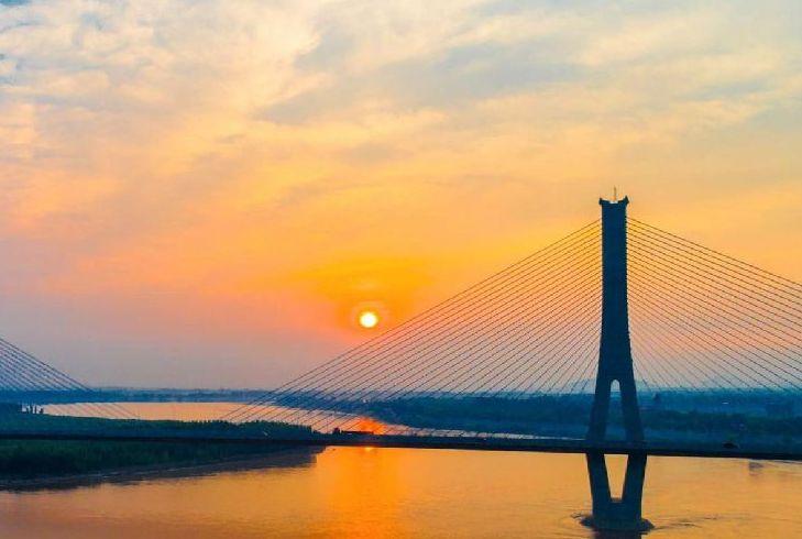 壯觀!落日余暉中的濟南黃河建邦大橋