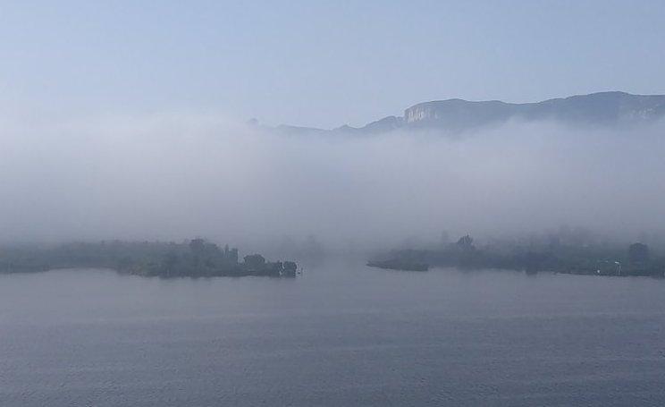 晨拍濟南!南部山區飄來一大片雲霧
