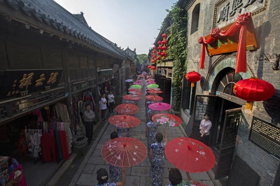 中国(周村)旗袍文化节:千人秀旗袍 佳丽舞霓裳
