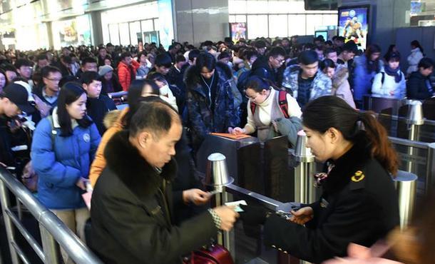 濟南火車站迎來春運前首輪客流高峰
