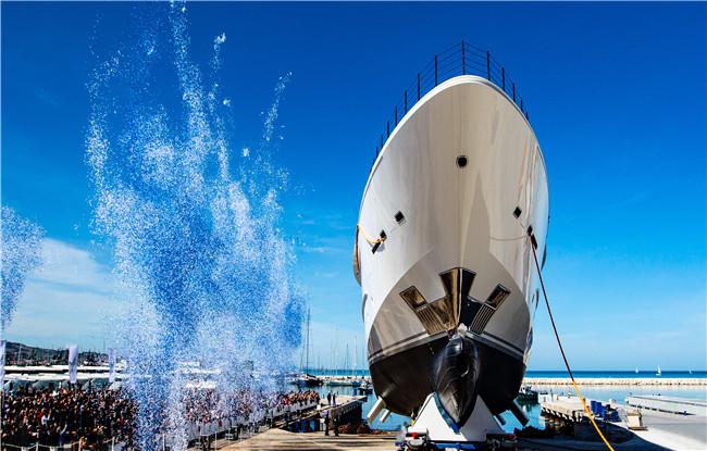 法拉帝旗下超级游艇CRN135成功下水