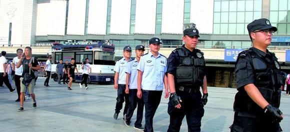 聯合xian)捶ㄈ嗽yuan)常駐山東(dong)省渮澤市(shi)火車站廣場