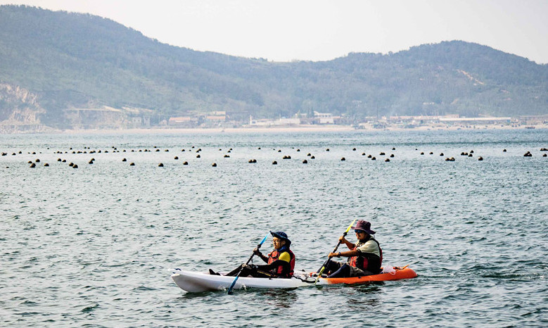 青岛13岁少年划舟30小时横跨渤海湾!