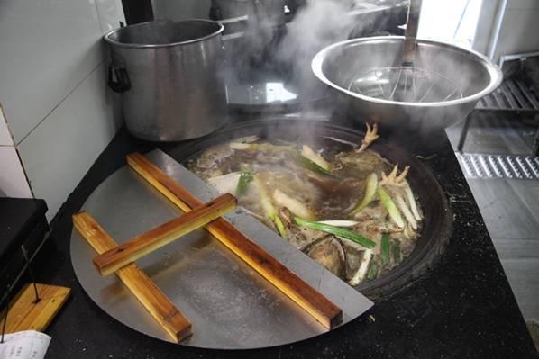 潍坊美食 鸡、鸭共煮的和乐老汤