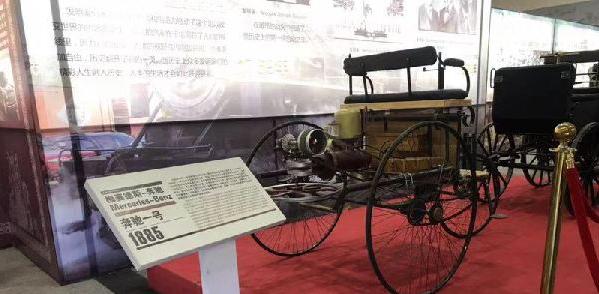 潍坊世代古典汽车博物馆内展出的三轮汽车