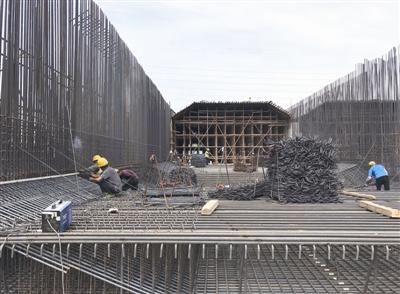 """滕州首個""""湖底隧道"""" 明年建成"""