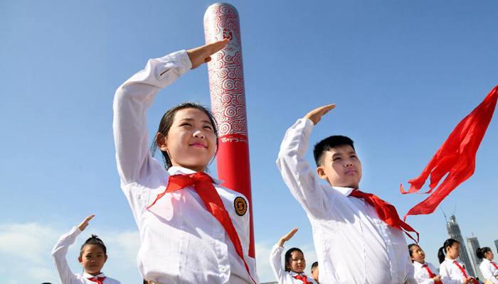 山東青島:飛揚紅領巾 獻禮新時代