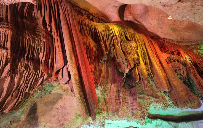 在开元溶洞体验大自然的鬼斧神工