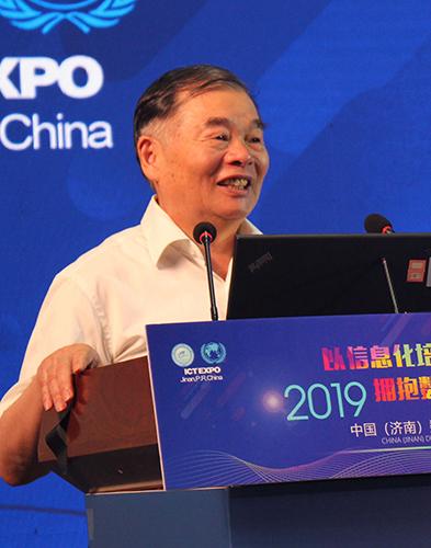 北京大学教授杨学山作主旨演讲