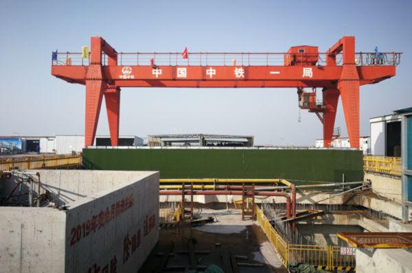 青島(dao)地鐵(tie)8號線(xian)過海隧道貫通(tong) 穿越海域5.4公里