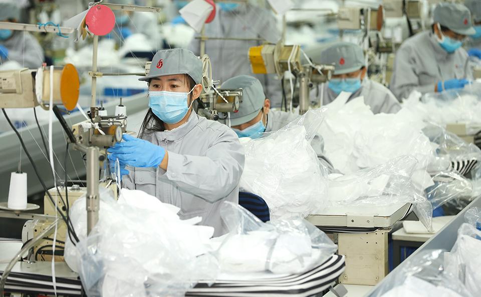 山东即墨纺织企业转产口罩 助力新冠肺炎防控
