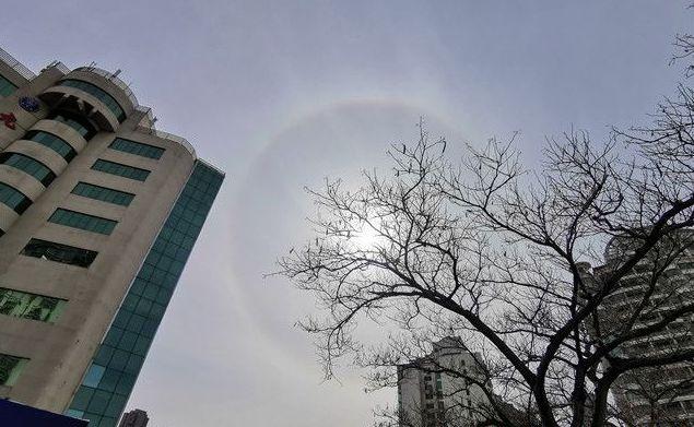 山(shan)東威海(hai)天空現(xian)日暈景觀(組圖(tu))