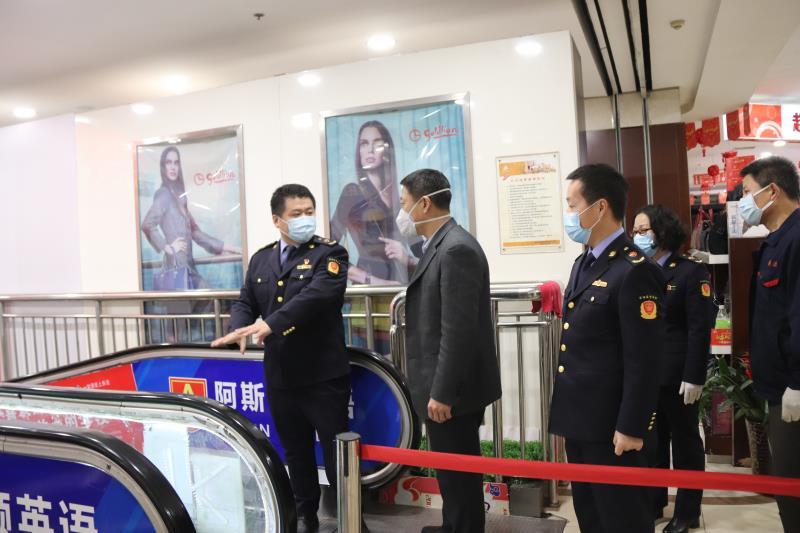 邹平市场监管局督导检查超市电梯运行情况