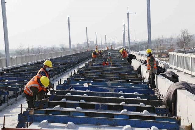 濰(wei)萊高鐵平度段(duan)5月底完成鋪軌 計劃12月底前開通