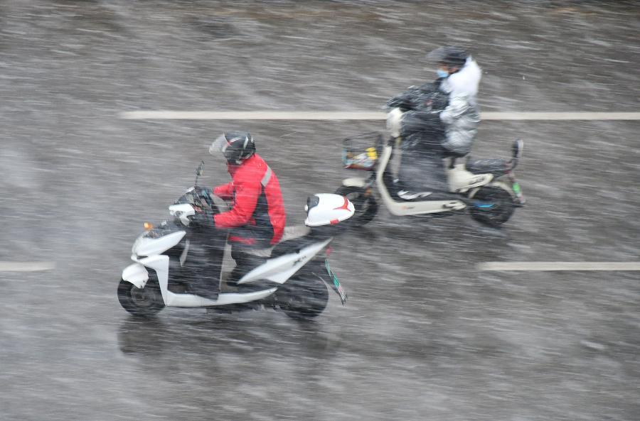 山東煙臺迎今冬首場降雪