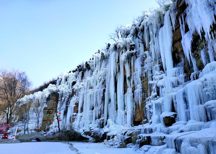 猶如天上銀河!山東出現冰瀑奇觀 驚艷了整個冬天