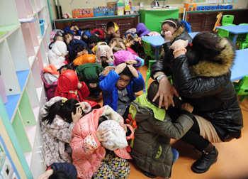 濟南幼兒園舉行防暴恐演練