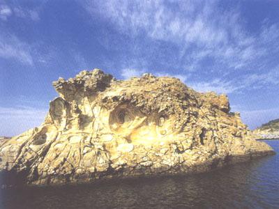 花斑彩石风景区